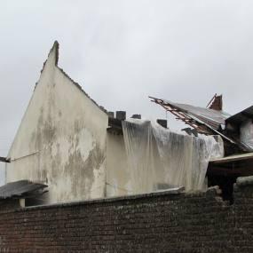 بازدید شهرداردابودشت از واحد های مسکونی خسارت دیده ناشی از طوفان روز جمعه تاریخ 13091394 به روایت تصویر