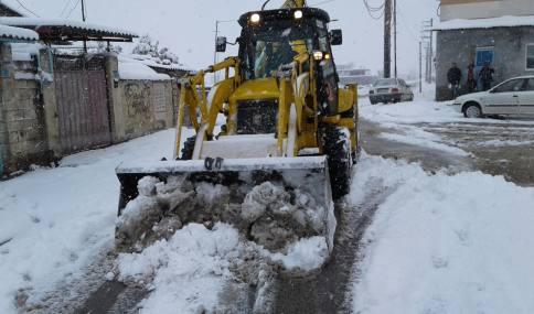 عملیات برف روبی معابرو درختان سطح شهر توسط نیروهای خدوم خدمات شهری شهرداری دابودشت