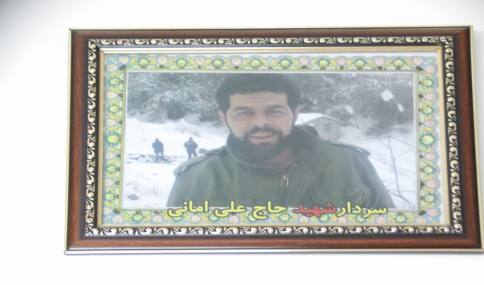دیدار قاسمی شهردار و طاهری نسب فرمانده حوزه مقاومت بسیج صفین 05 از خانواده شهید امانی