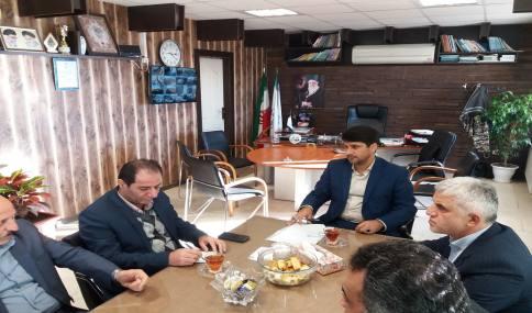 جلسه مهدوی شهردار دابودشت با نوری پور سرپرست اداره راهداری و حمل و نقل جاده ای شهرستان آمل در مورد بیلبوردهای شهر دابودشت