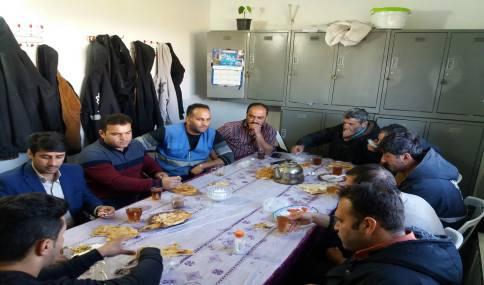حضورمهدوی شهردار دابودشت در جمع کارگران خدمات شهری و صرف صبحانه در اتاق کارگران