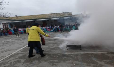 آموزش مقدماتی ایمنی و اطفای حریق در مدارس شهر دابودشت