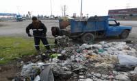 پاکسازی حاشیه محدوده و حریم شهر دابودشت (خیابان  امام رضا (ع) )توسط واحد خدمات شهری