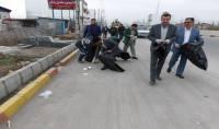 حضور مهدوی شهردار و نیروهای خدمات شهری شهرداری دابودشت در مانور جمع آوری زباله محور های اصلی شهر و  بخش دابودشت